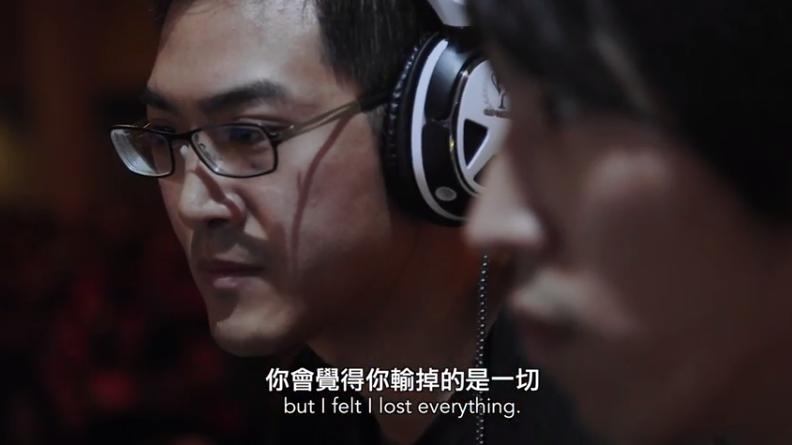 《我在快打求旋風》講述一群職業玩家在快打旋風電競賽裡的心路歷程。左為台灣選手GamerBee、右為日本選手百地祐輔。(圖:取自《我在快打求旋風》片段)