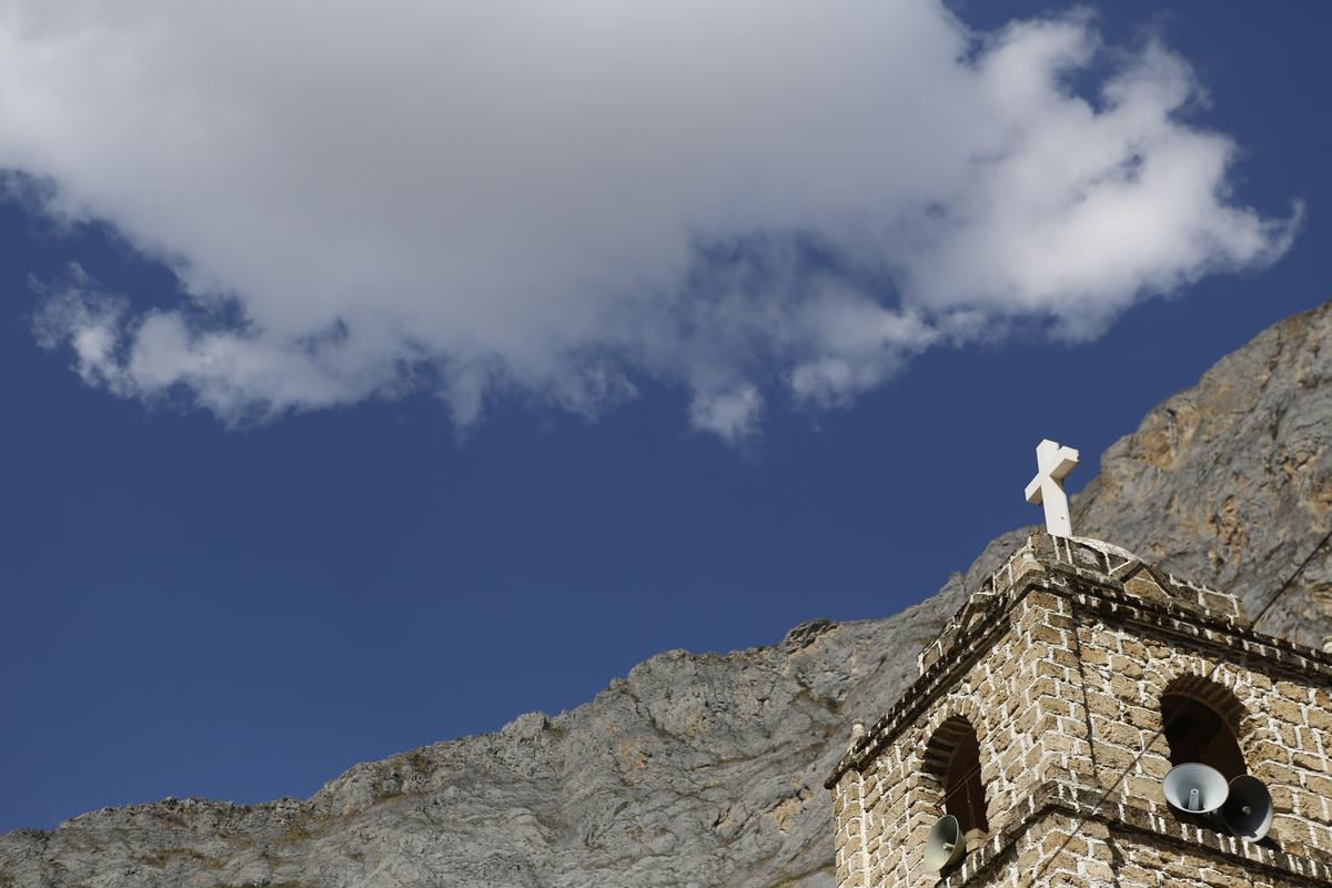 萬卡亞鎮上的石造教堂。