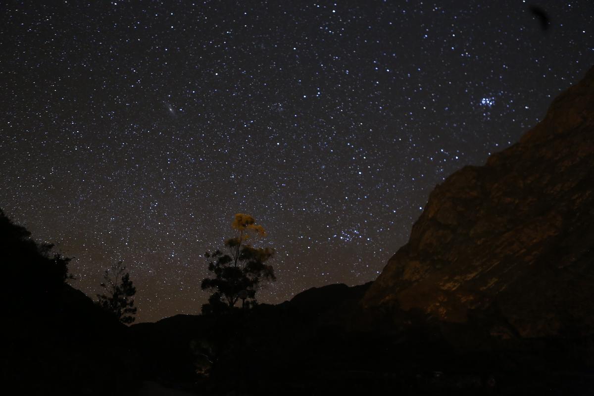 夜裡的星空。