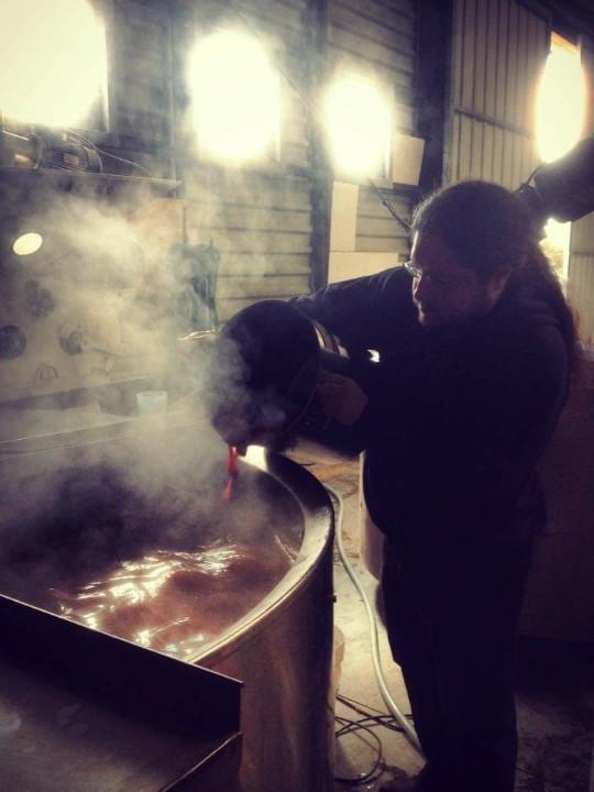 Cyril真正到挪威酒廠學習釀酒。(施瑞瑄提供)