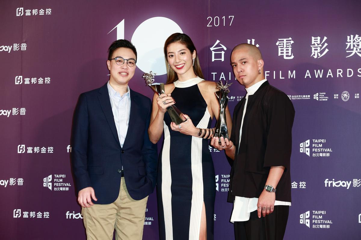 《強尼.凱克》拿下三座獎項,最佳編劇黃熙(左起)、最佳新演員瑞瑪席丹、最佳男配角黃遠。