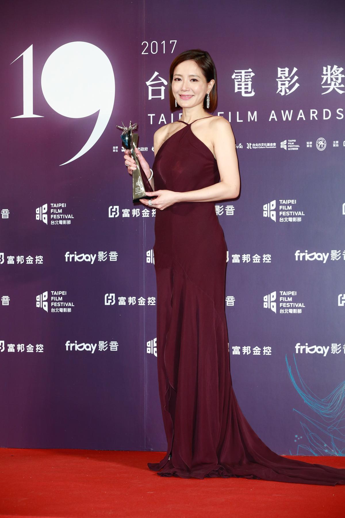 尹馨以《川流之島》奪下最佳女主角獎。