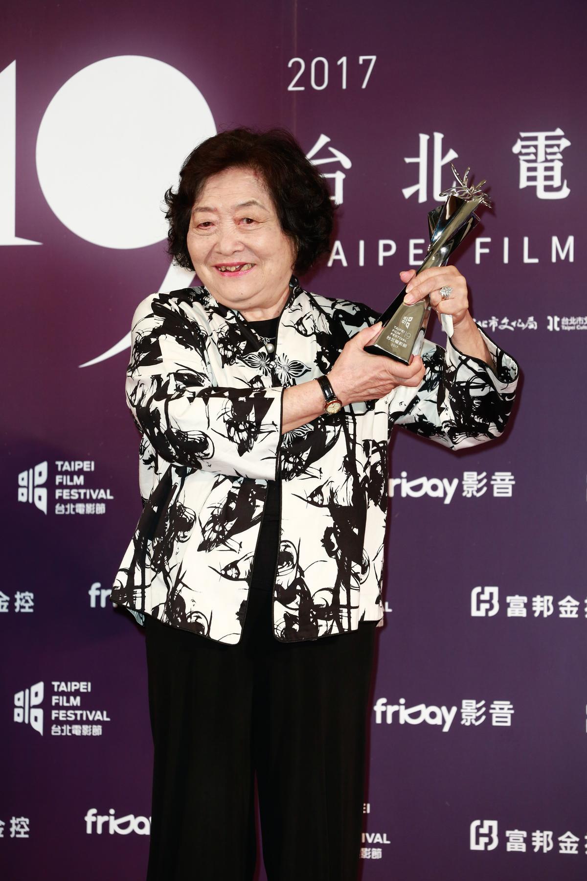 劉引商從影多年終於得獎。