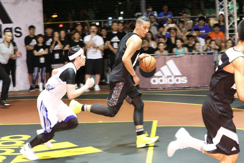 191公分的林書豪與170公分的蕭敬騰籃球場上相見歡,尬球卻沒見煙硝味。