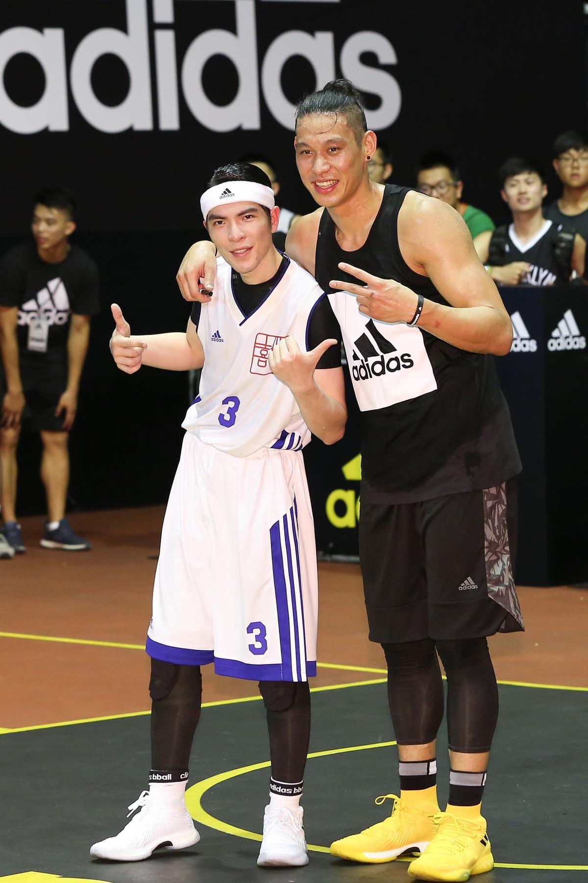 林書豪與蕭敬騰相見歡,還稱讚老蕭「打得很棒」。