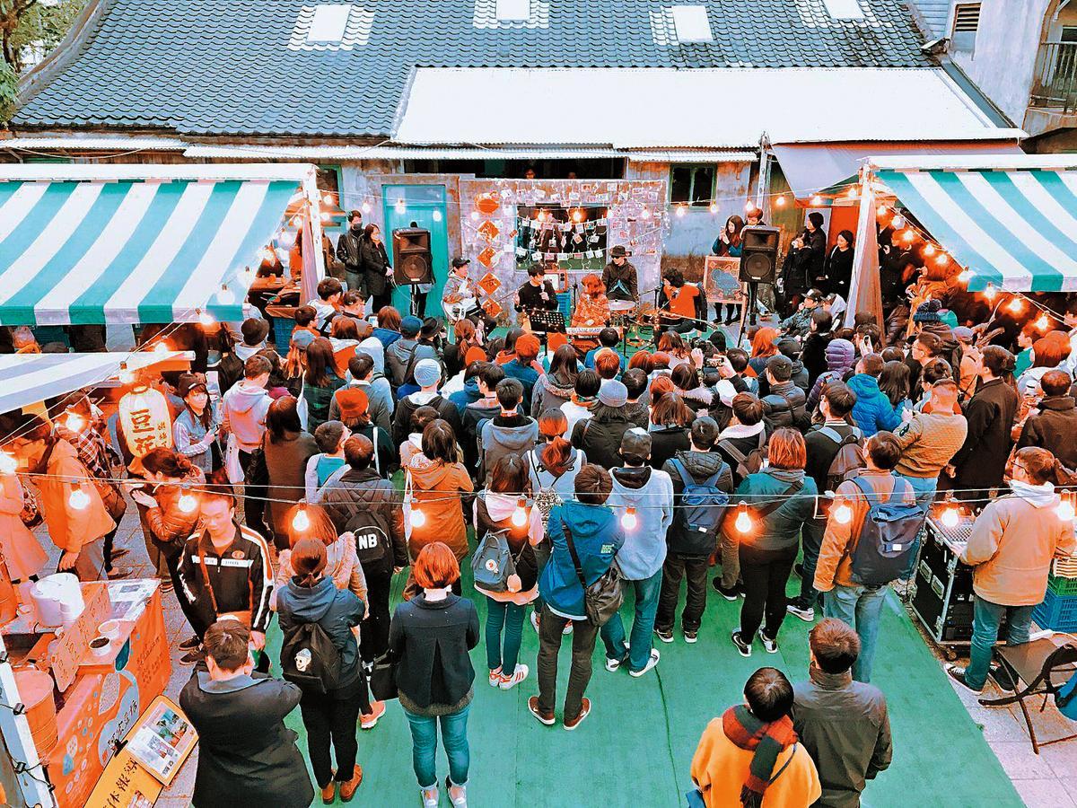 街聲結合台北市信義區知名「好丘市集」舉辦音樂展演,成為文青聚集場所。(好丘提供)