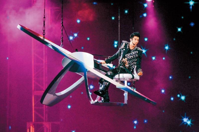 王力宏自「MUSIC-MAN II 火力全開世界巡迴演唱會」後,已經3年沒舉辦大型巡迴演唱會,原定今年將展開新巡演,日前卻傳出計畫喊停。