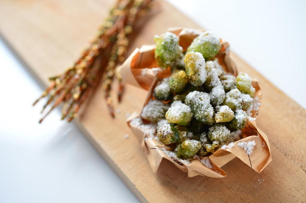 RAW版的「翠果子」把青豆炸得外酥內鬆,特製芥末粉引人吮指。