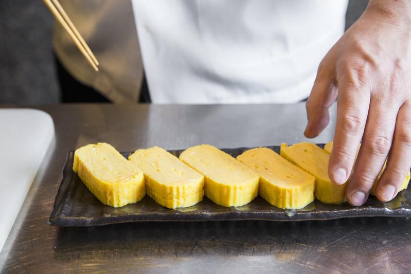 幾乎每位日本媽媽都會做的「玉子燒」,正餐、宵夜吃都適合。