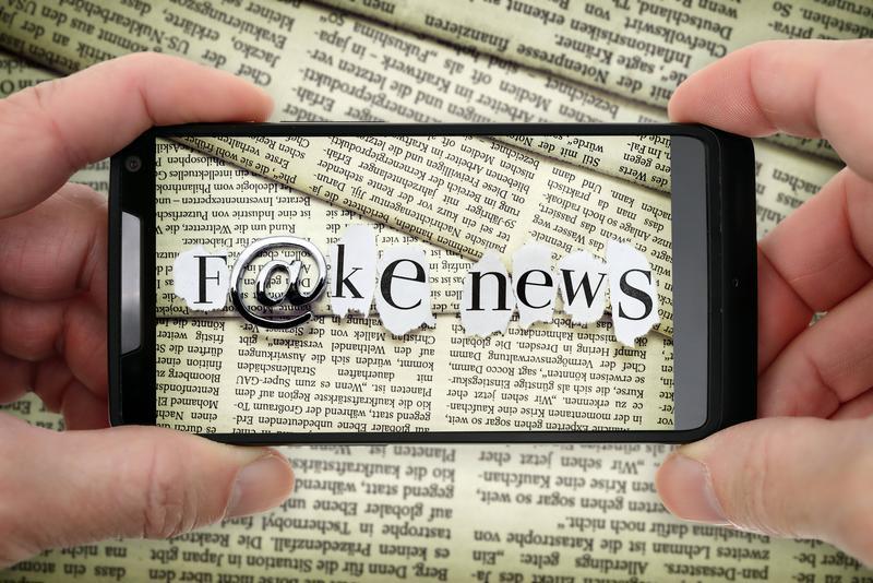 假新聞幾乎已成為移動社群時代生活日常的一部分。(東方IC)