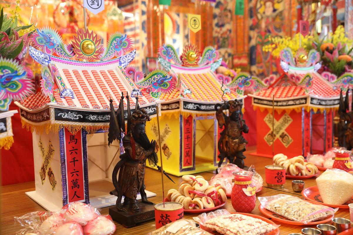 「放軍」儀式中,廟方會帶著五營兵馬,前往附近5座土地公廟戍守家園。