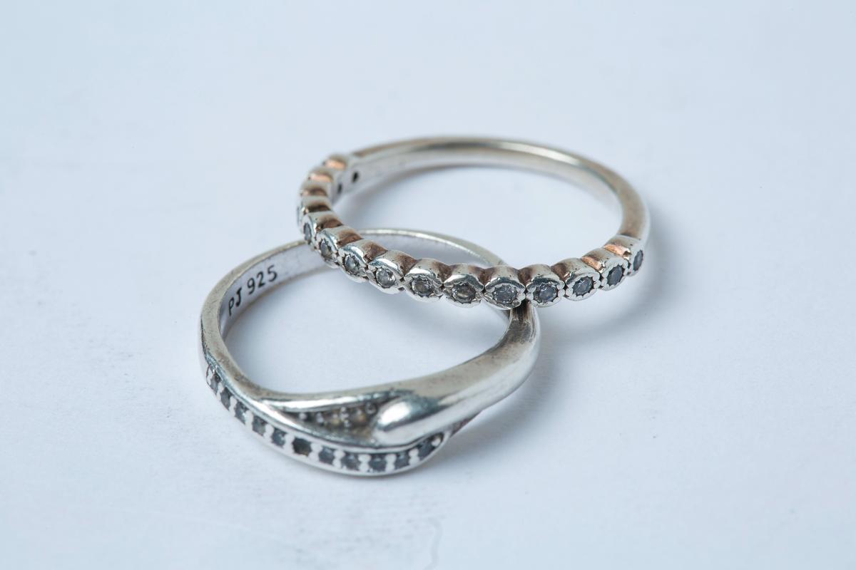 銀質戒指與水鑽裝飾戒指,購於東區小店,各約NT$2,000。