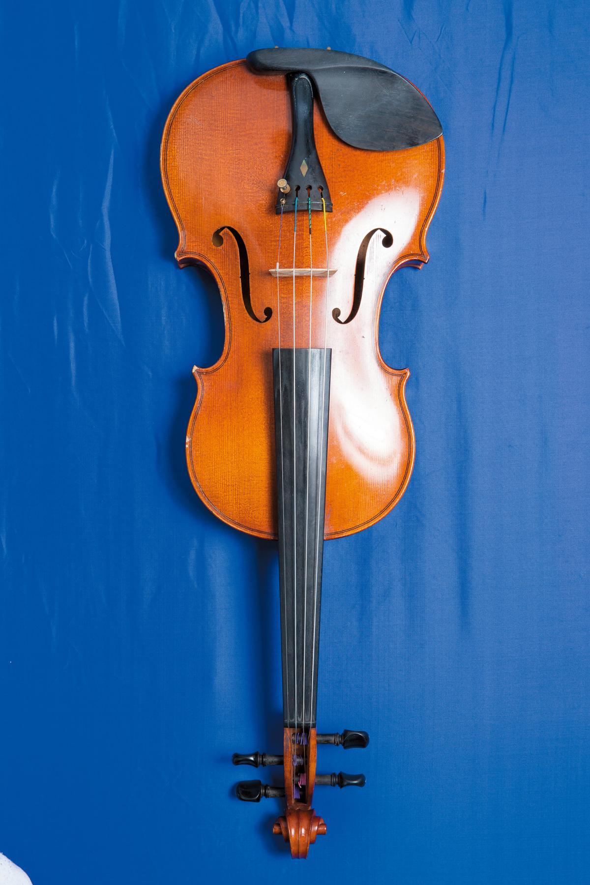演唱會使用的古典提琴,約NT$300,000。