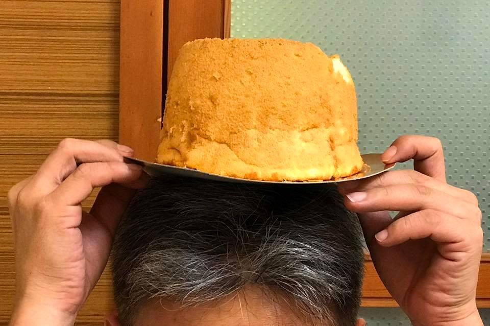 有人收到我的戚風,把她放頭上,說她像頂帽子。(你以後沒有了)
