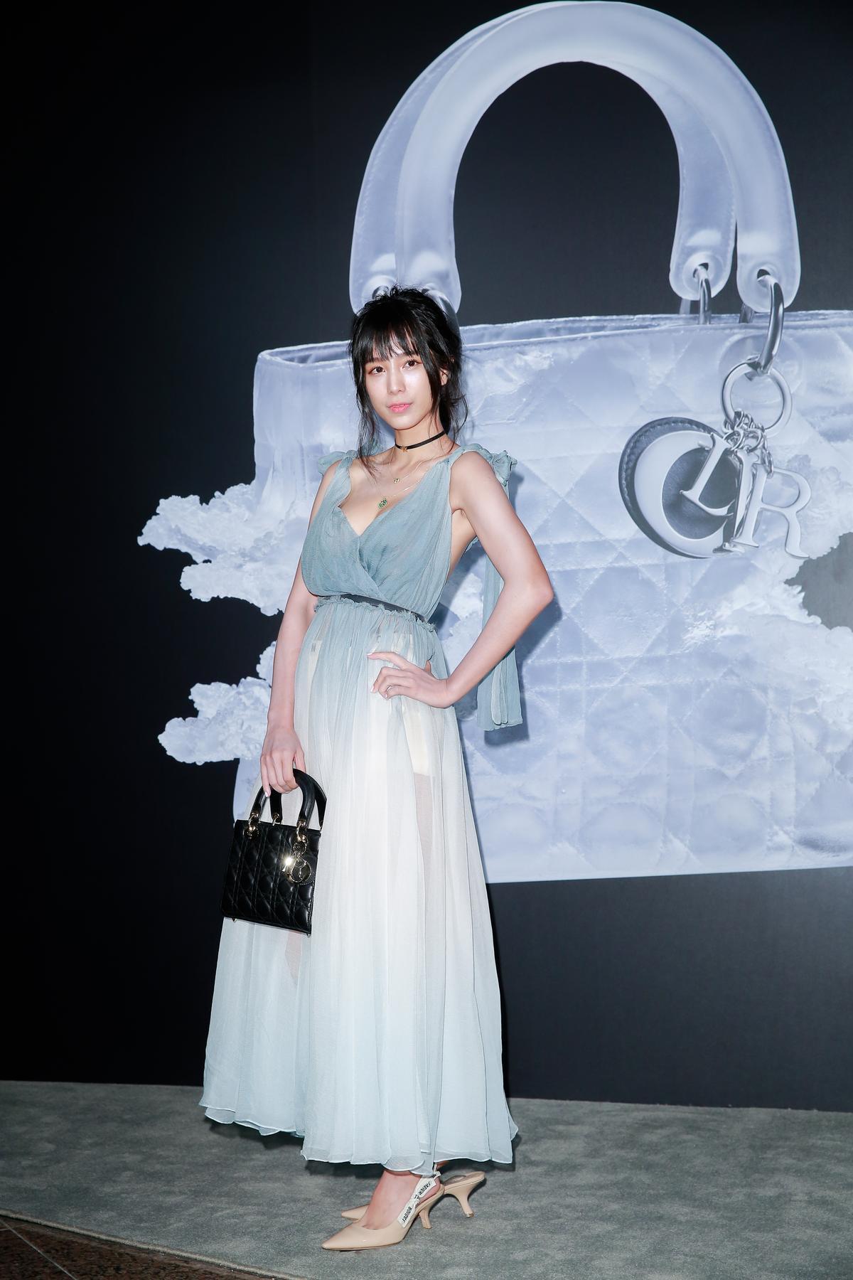 溫貞菱一席紗裙出席盛會。
