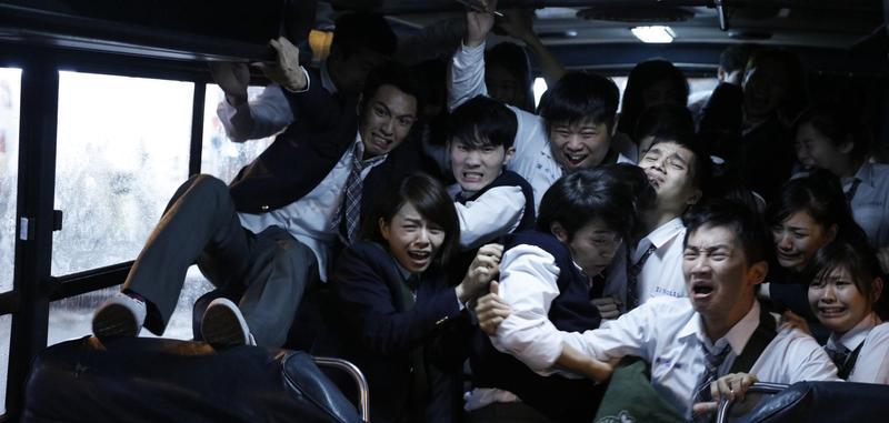 柯震東及宋芸樺客串演出,戲分不多,卻拍到全身傷。
