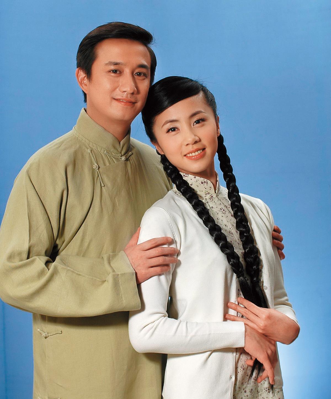 11年前《暗戀桃花源》北京首演時,黃磊開始參與,這些年黃磊總是沒缺席這齣戲,《暗戀桃花源》30週年演出時,黃磊則和妻子孫莉(右)同台。(圖:東方IC)
