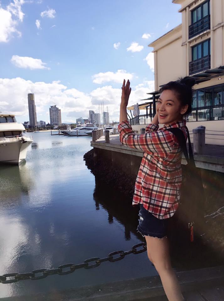 陳沂在布里斯本海港邊。