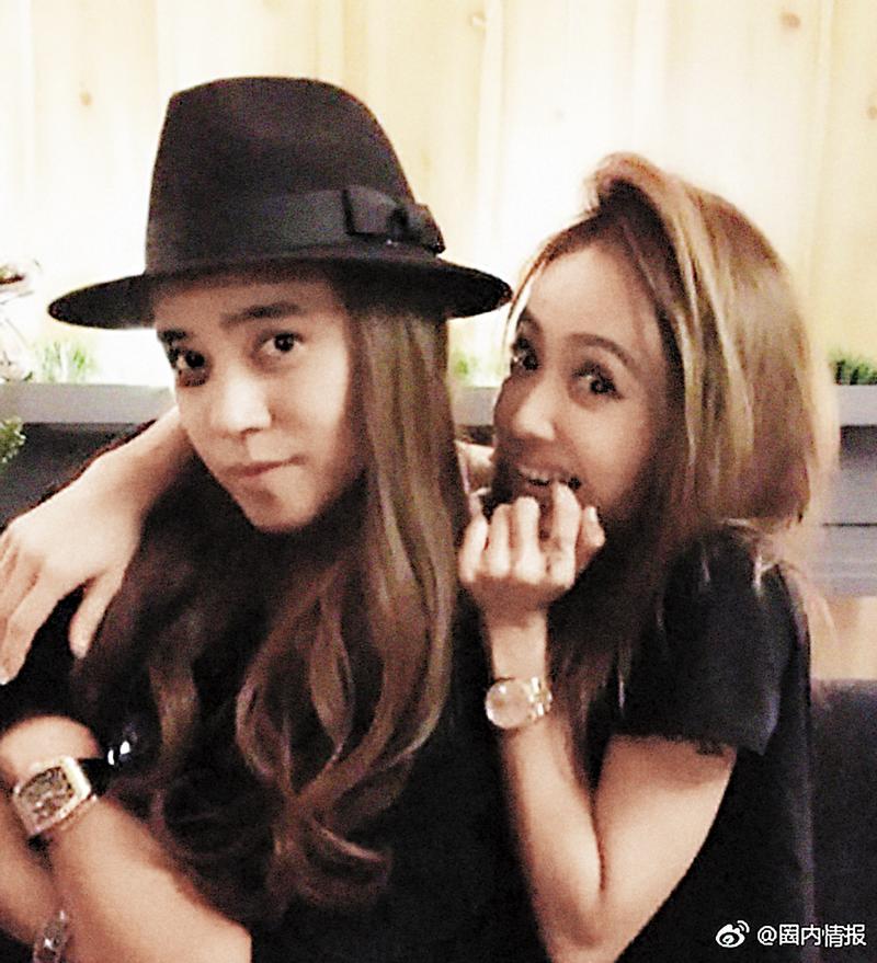 蔡依林(右)還在粉絲頁po出她與羅志祥KUSO照,宛如雙胞胎姐妹。 (翻攝自圈內情報微博)
