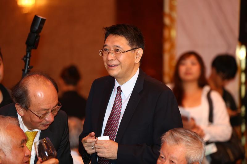 立法院祕書長林志嘉(中)表示將把韓福宇移送法辦。
