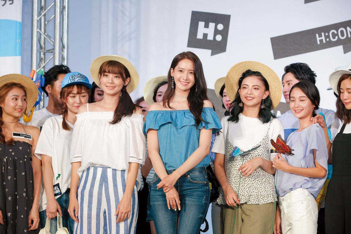 潤娥(右起)與夏如芝排排站,兩人的美各有特色。