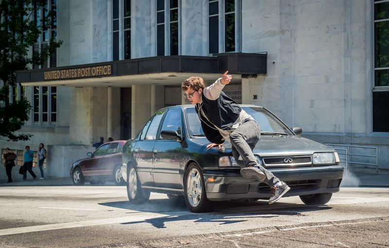 以文藝片起家的安索艾格特,在片中不僅飛車還有多場動作戲。