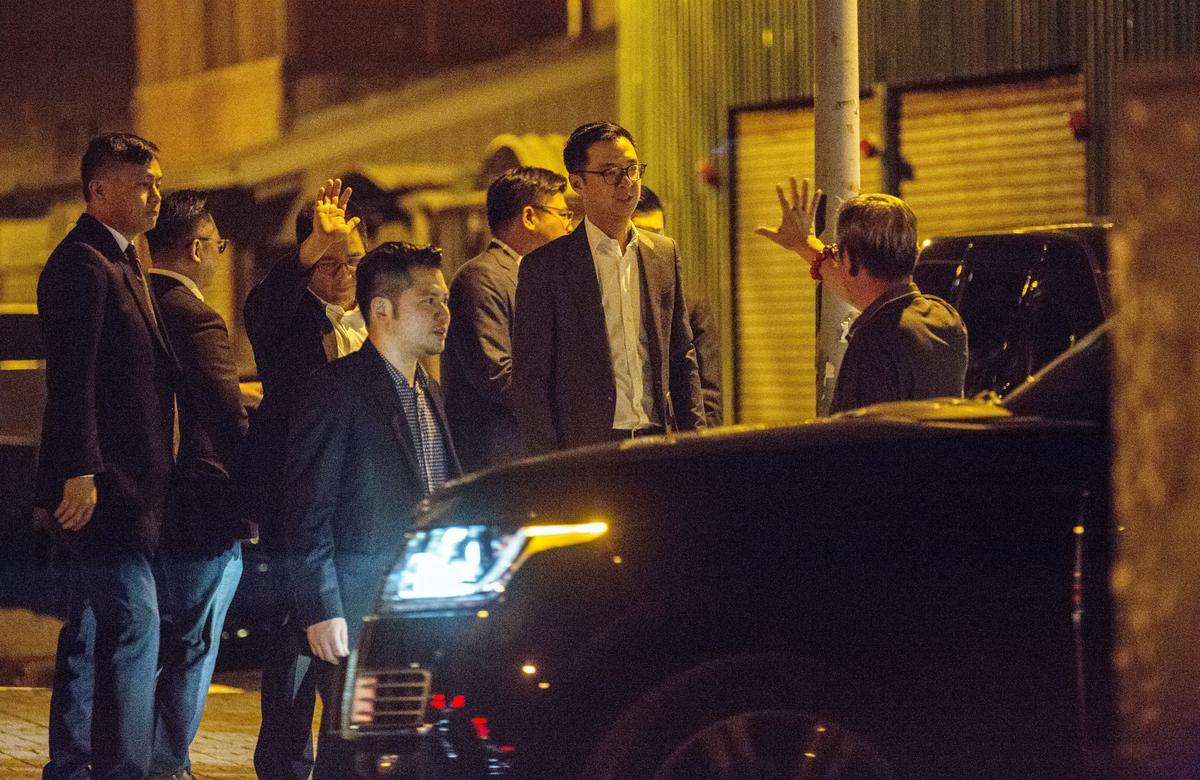 鄭文燦夜宴當天,國泰世華前董事長陳祖培卸任,董座之位由郭明鑑接下,蔡宗翰要接班得再等等。
