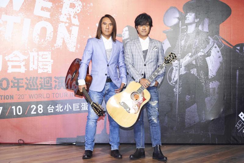 動力火車10月28日將再戰台北小巨蛋舉辦20周年演唱會,這次宣稱將「開飛機進場」。
