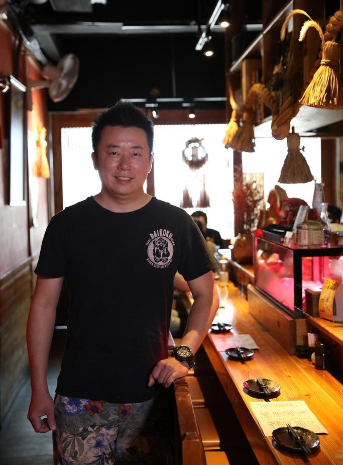 老闆劉建成和好友胡一帆一起開店,打造理想中的輕鬆食堂。