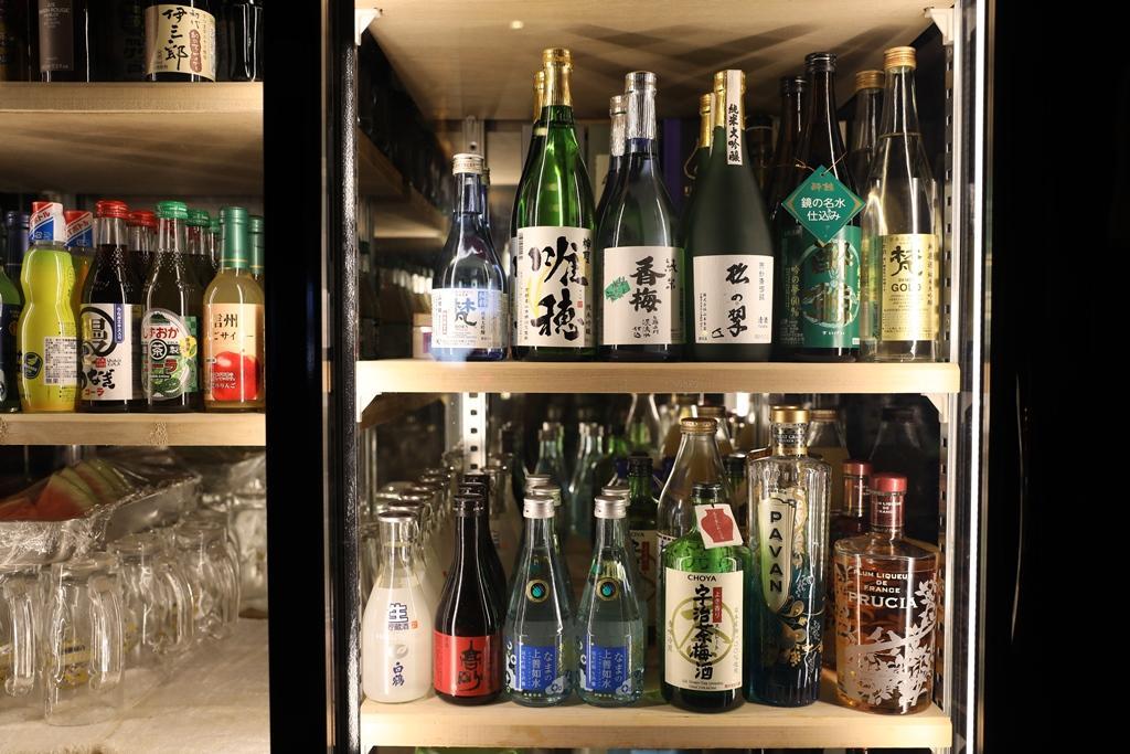店裡供應的飲料酒水種類相當豐富。