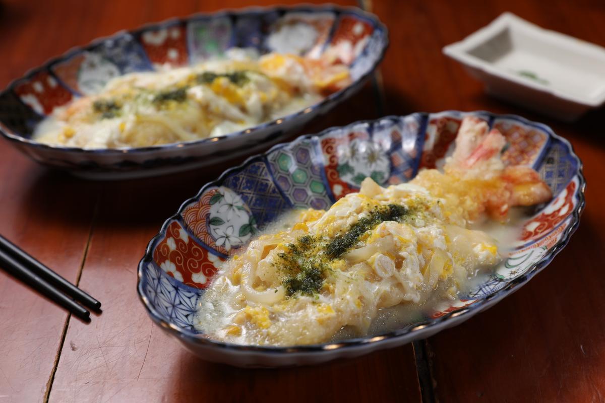 「滑蛋蝦」是老闆的創意菜,大明蝦融入鹹蛋黃滋味。(依大小計價,約300〜350元/份)