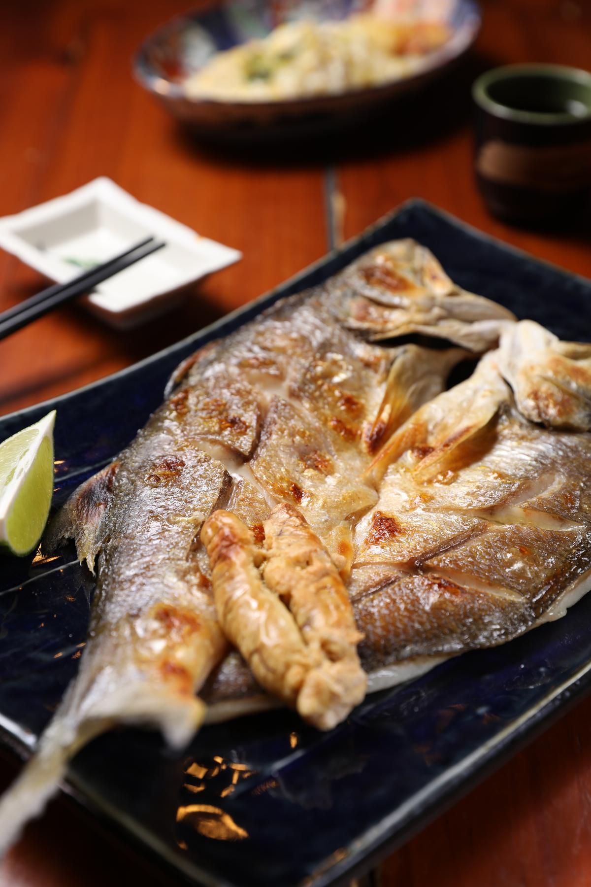 「午仔魚一夜干」油脂豐厚、肉質細嫩。(50元/兩,圖中約700元)