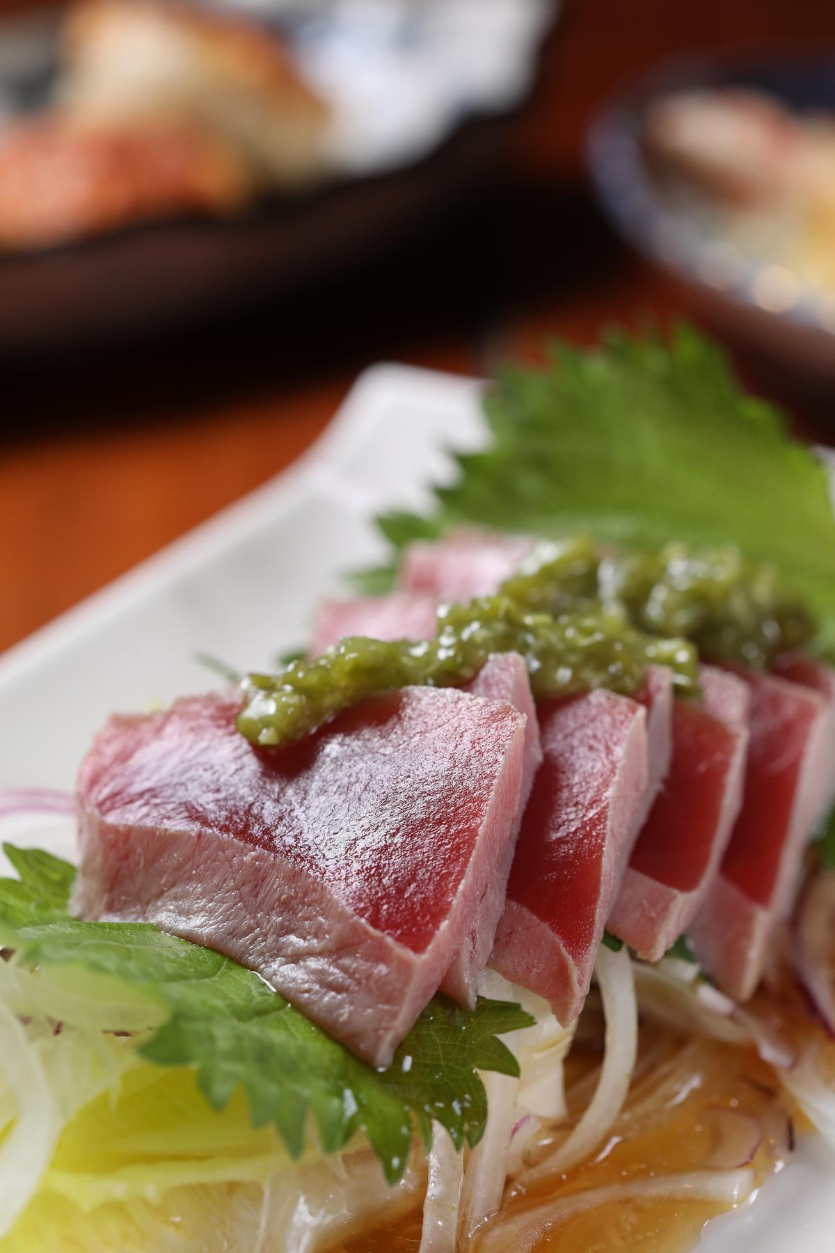 「黃鰭鮪」生魚片加了鮮山葵醬添味。(500元/小份、680元/大份)