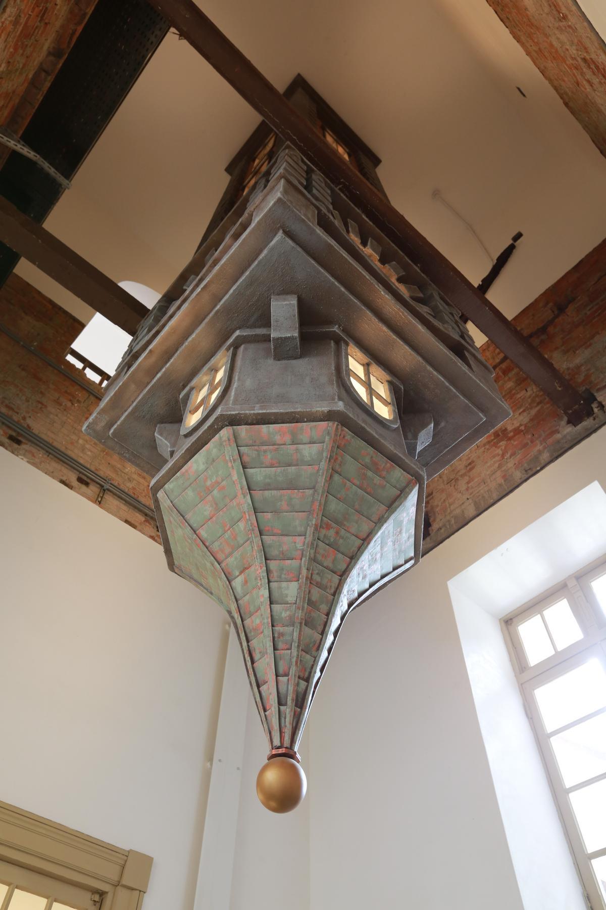 「天塔Disappear Tower」上下倒置,當代藝術手法令人玩味。