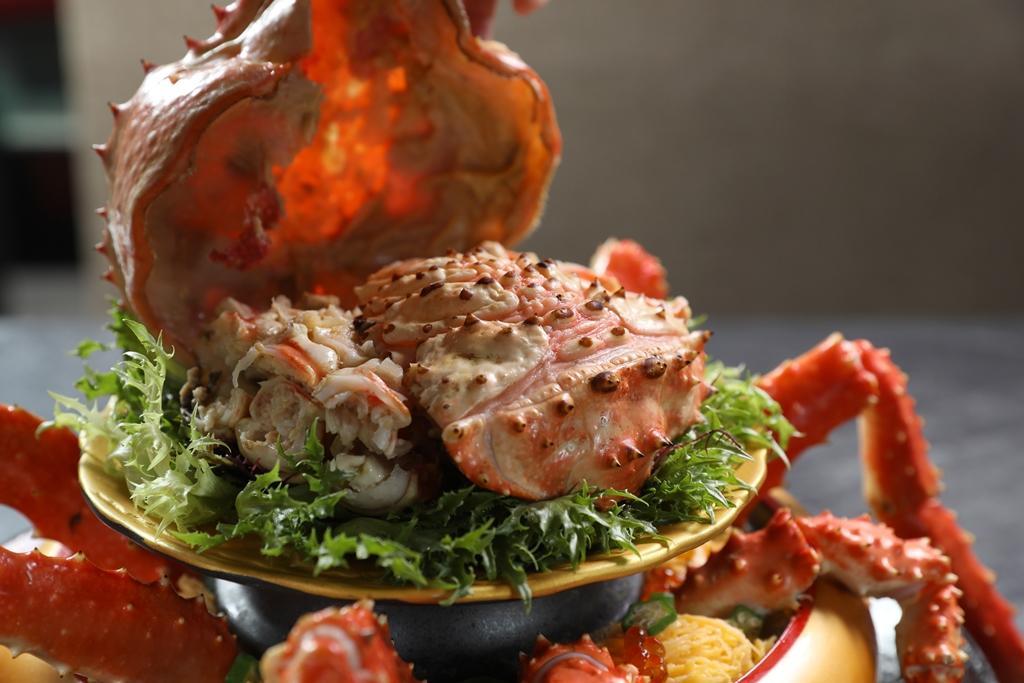 掀開蟹蓋,便是處理好的蟹肉,吃起來很方便。