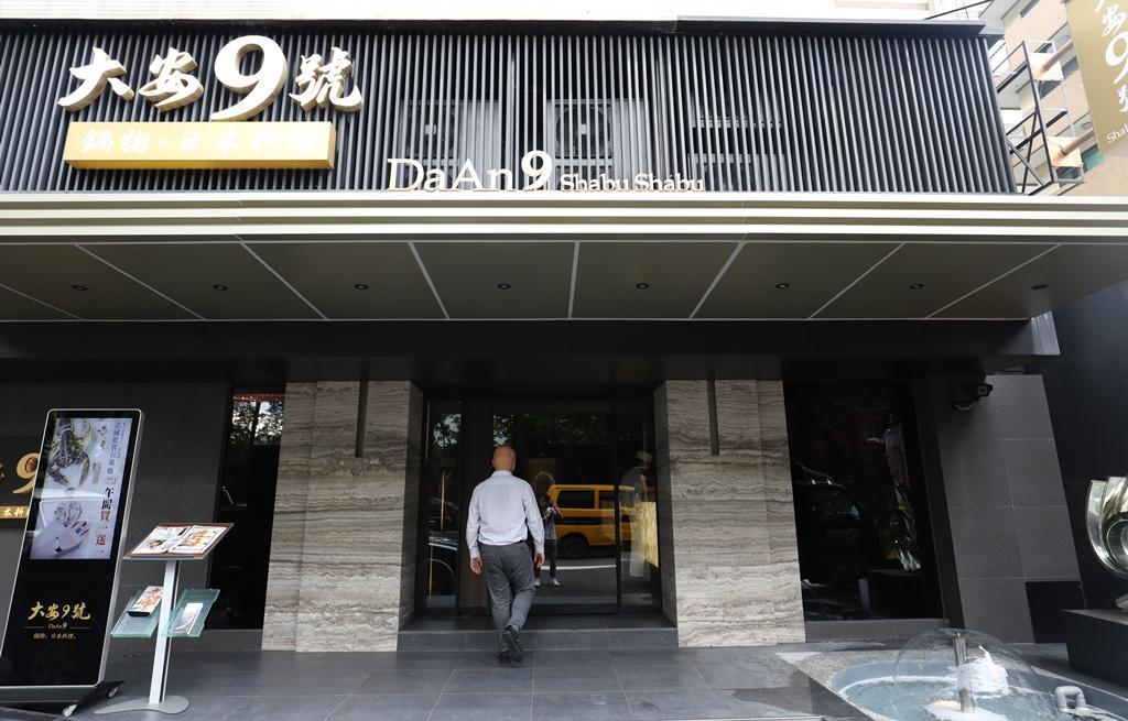 「大安9號」開在餐飲一級戰區,靠豪邁的海鮮料理闖出名號。