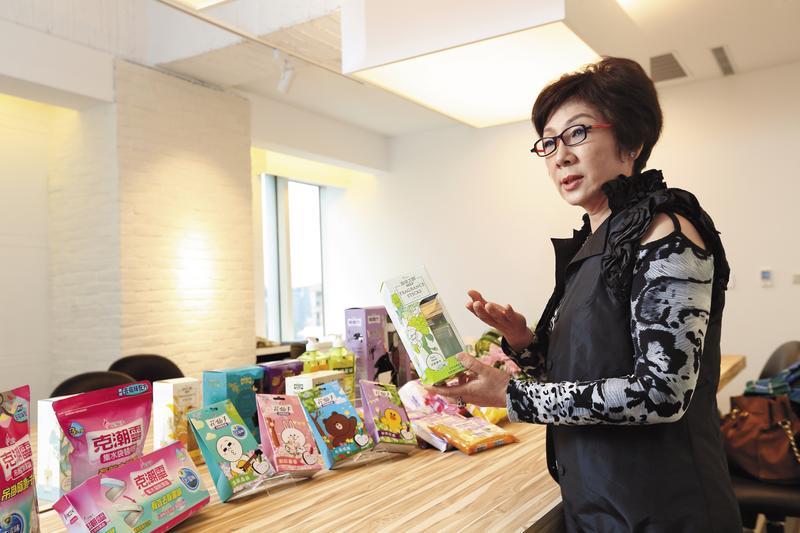 花仙子董事長蔡心心歷經喪夫之痛,扛起丈夫國際化夢想,去年營收達20億元,創下新高。