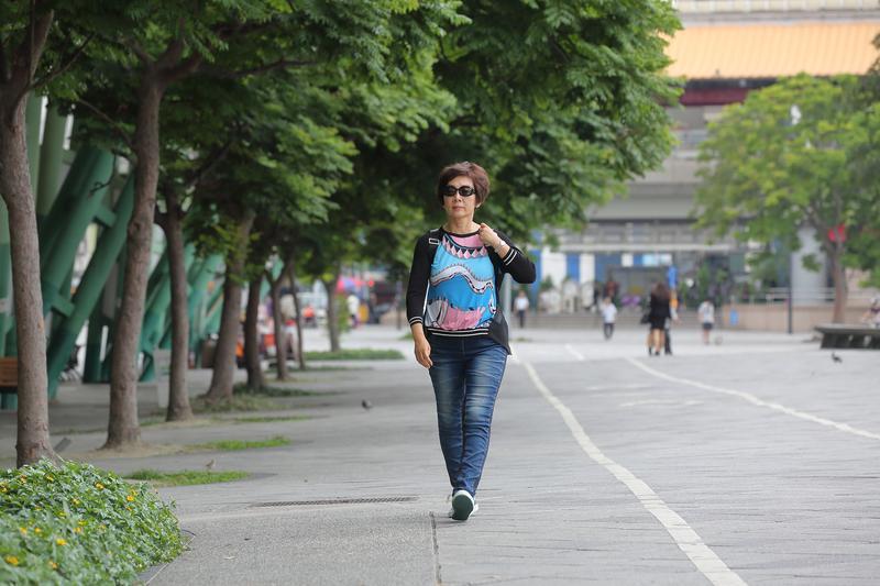 花仙子董事長蔡心心說,丈夫過世難過不已,獨處時難免思念,盡量不要讓自己空下來,去附近走路也好。