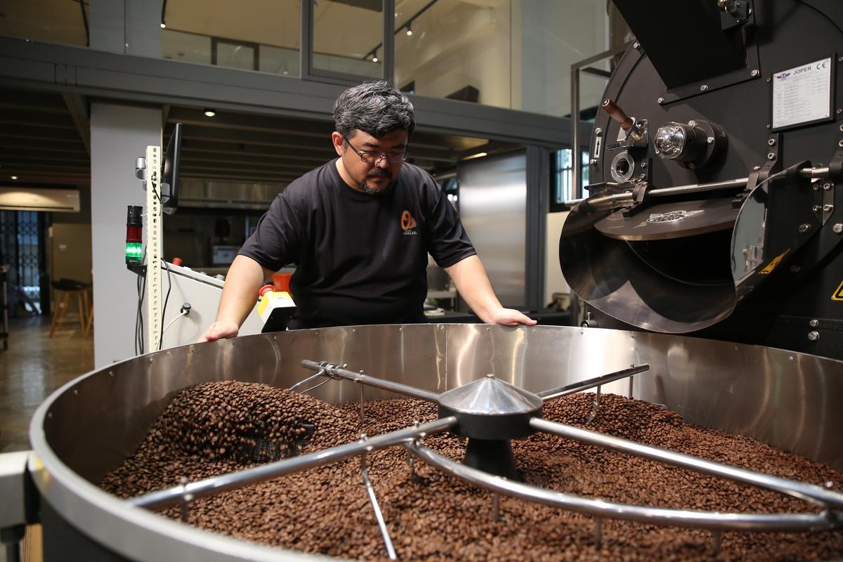 冠軍烘豆師陳志煌(James)今年為台灣咖啡比賽烘比賽豆。