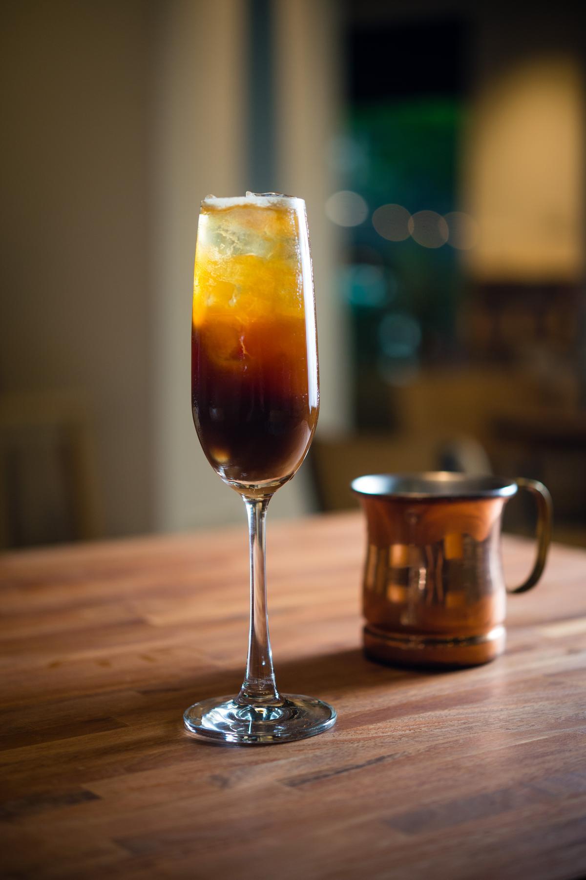 南投百勝村的日曬豆有濃烈的熱帶水果味,配上玻利維亞的咖啡果乾萃取液及氣泡水,清涼如果汁。(尚未開賣)