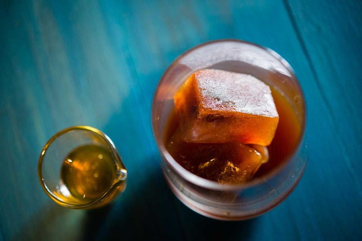James將屏東泰武鄉的咖啡經過8小時冷凍成冰磚,淋上蜂蜜,多了清雅的花香。(尚未開賣)