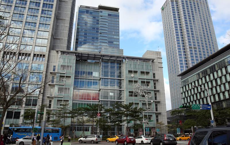 即便台灣出版產值一年不如一年,誠品書店卻愈開愈大,像信義店就有7200坪。