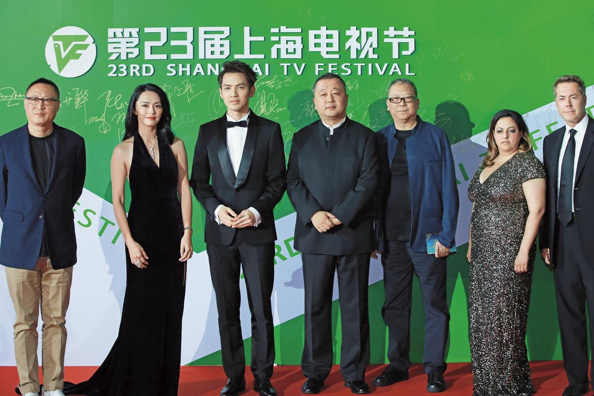 陳文貴(右起)與中國導演毛衛寧、演員鍾漢良、姚晨共同擔任今年上海電視節評審。(東方IC)