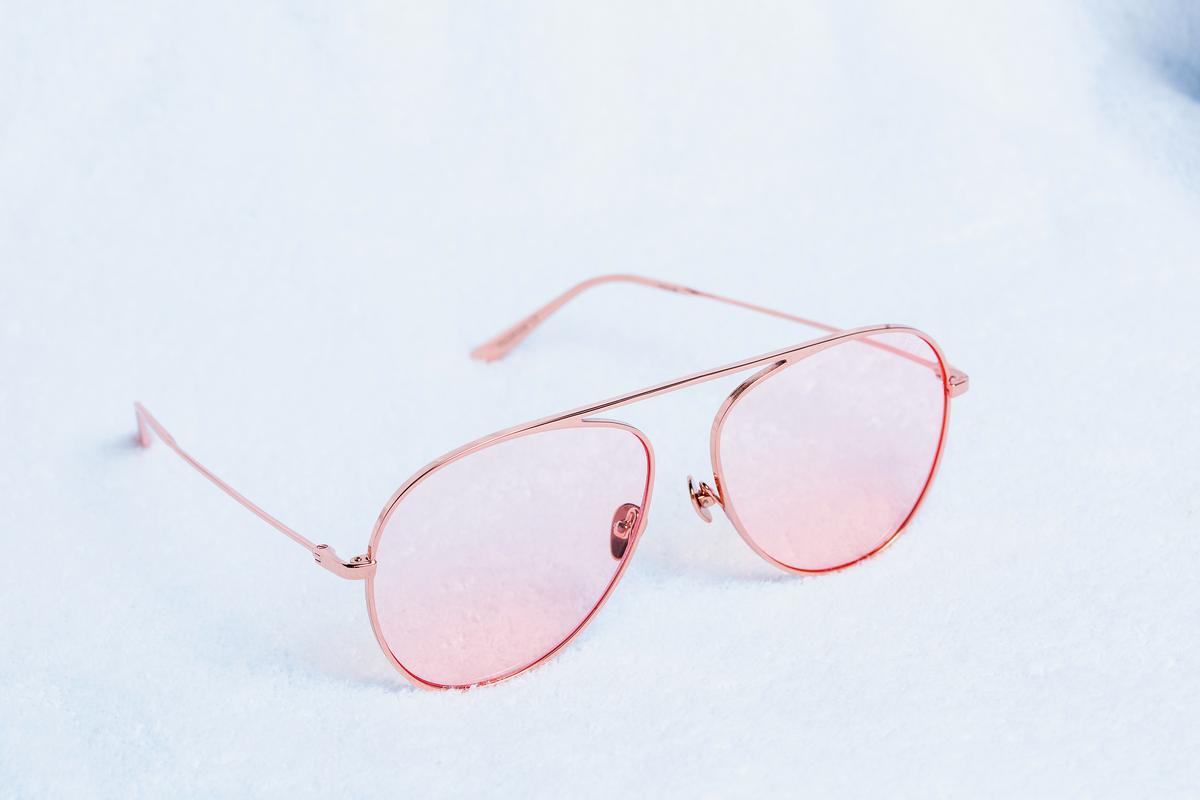 REVE粉色鏡片墨鏡。約NT$8,000