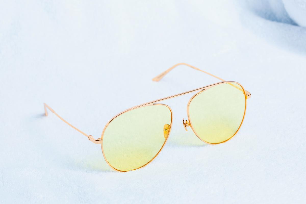 REVE黃色鏡片墨鏡。約NT$8,000