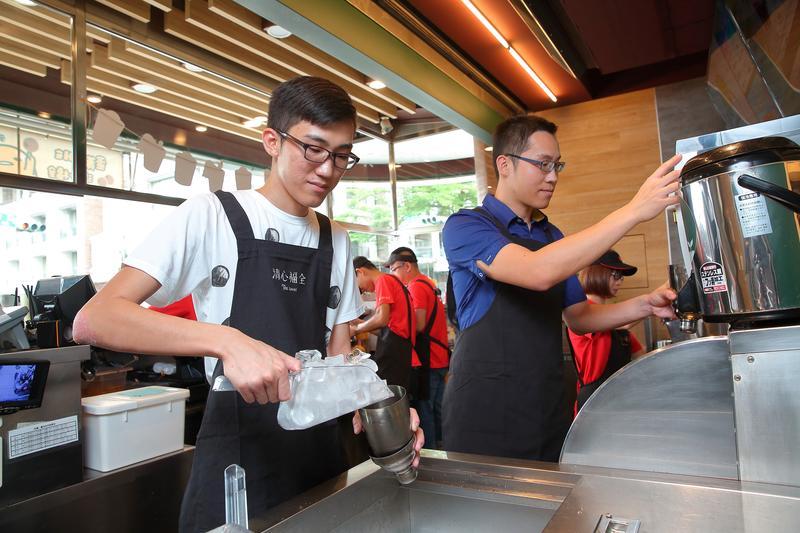 全台店數最多的茶飲店「清心福全」未在大腸桿菌超標檢驗上榜,也建議避免的方式得著重冰塊和手部消毒。