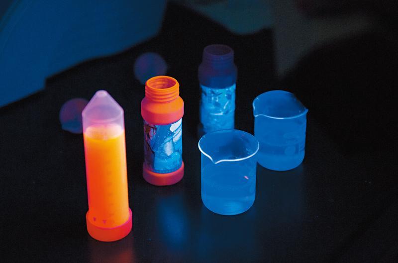 有商標授權的泡泡水,竟然也有可遷移性螢光劑成分。