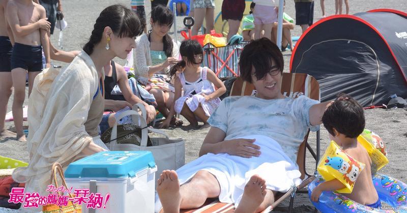 《最強的媽媽 栞納!》軟爛花心前夫帶著兒子和小三到海邊戲水,栞納要如何面對這個處境呢?