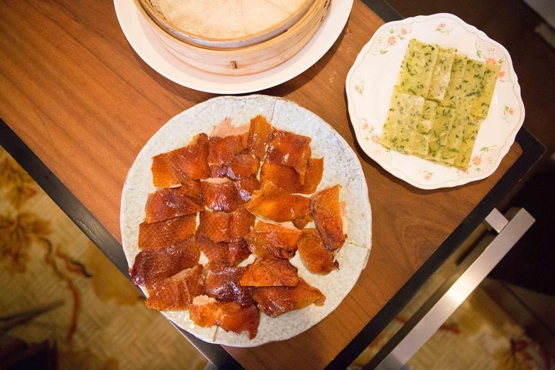 重頭戲「蔥麥雙餅片皮鴨」,是全鴨9種吃法中的經典款。