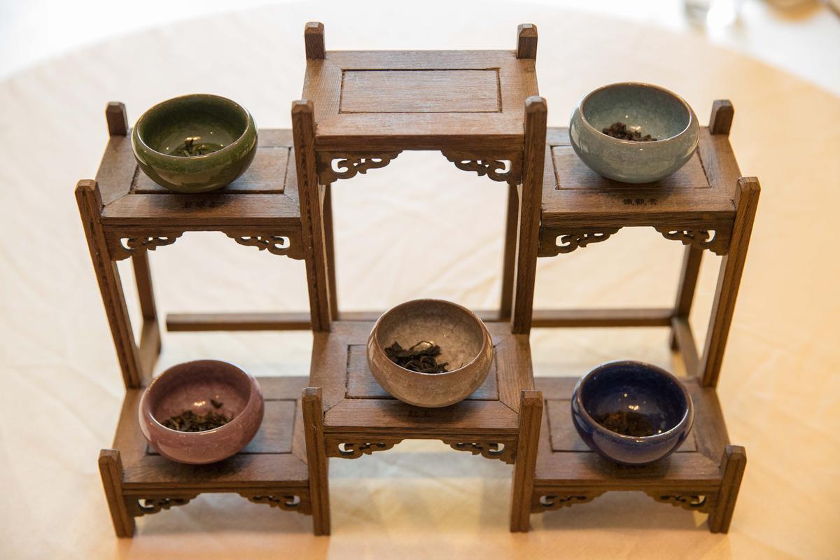 嚴選台灣好茶,提供蓋杯茶服務,客人可嗅聞茶葉香氣,挑一款喜歡的茶,每人茶資80元。
